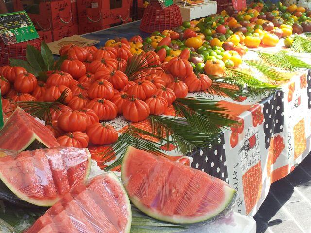 banco di verdura e cocomero